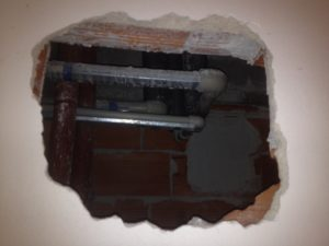 Oprava prasklé stoupačky cirkulace teplé vody