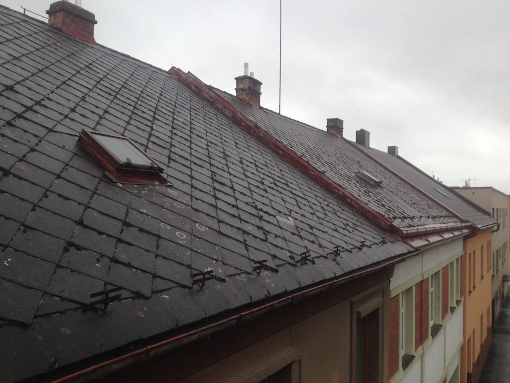 Oprava střechy v Pardubicích – výškové práce